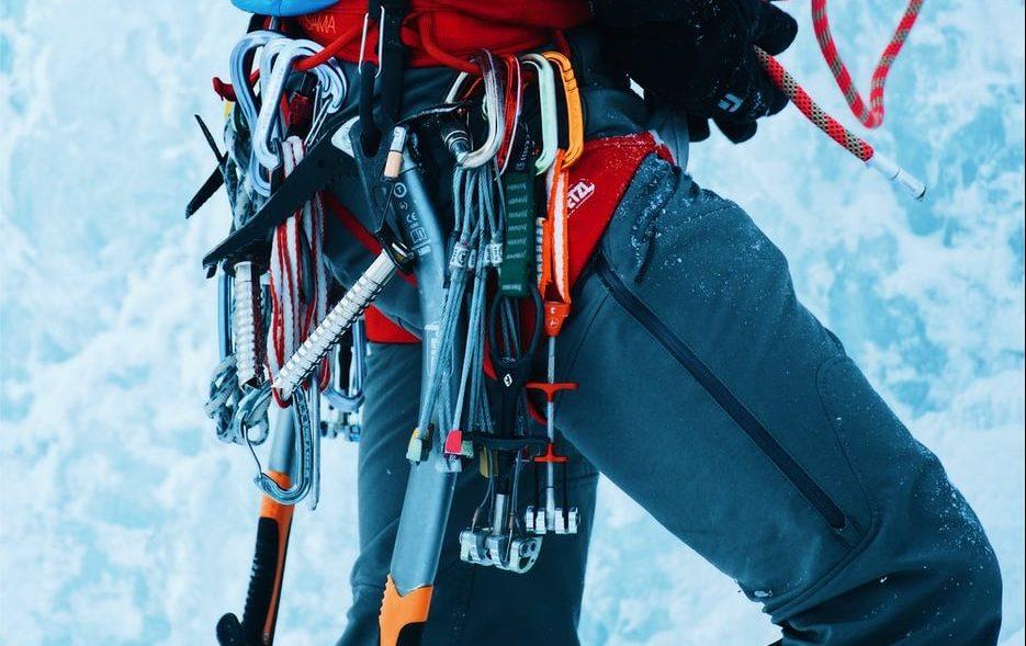 """""""Ci sono momenti in cui non puoi contare solo su te stesso ma devi fare affidamento sui ramponi e sulla corda"""" - Alfredo Grappein, Guida Alpina"""